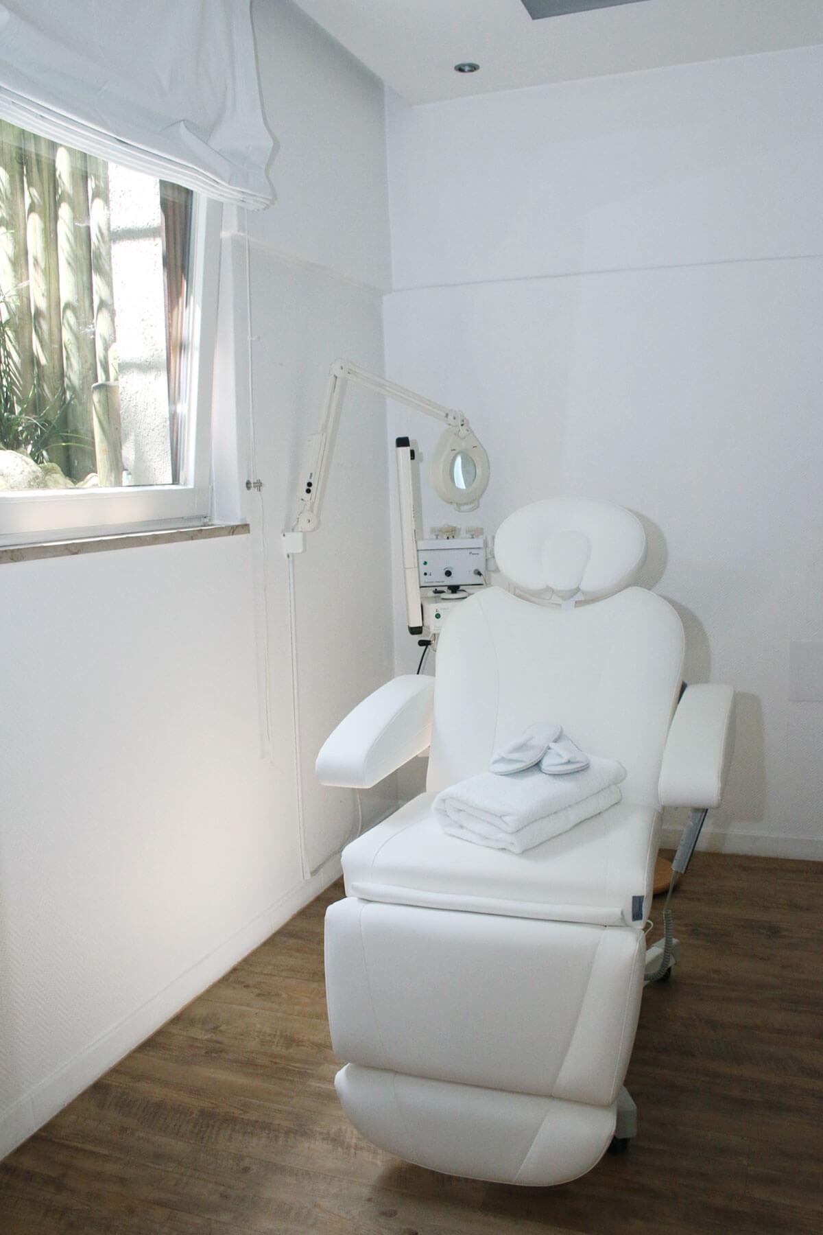 Behandlungsraum Tagesfarm Kosmetik Spa in München