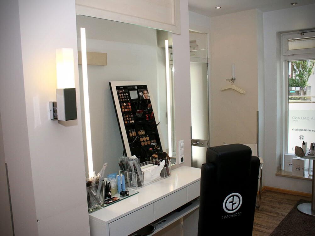 Make-Up in der Tagesfarm Kosmetik Spa in München Solln