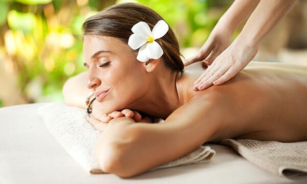 Polynesia Massage in der Tagesfarm Kosmetik Spa in München
