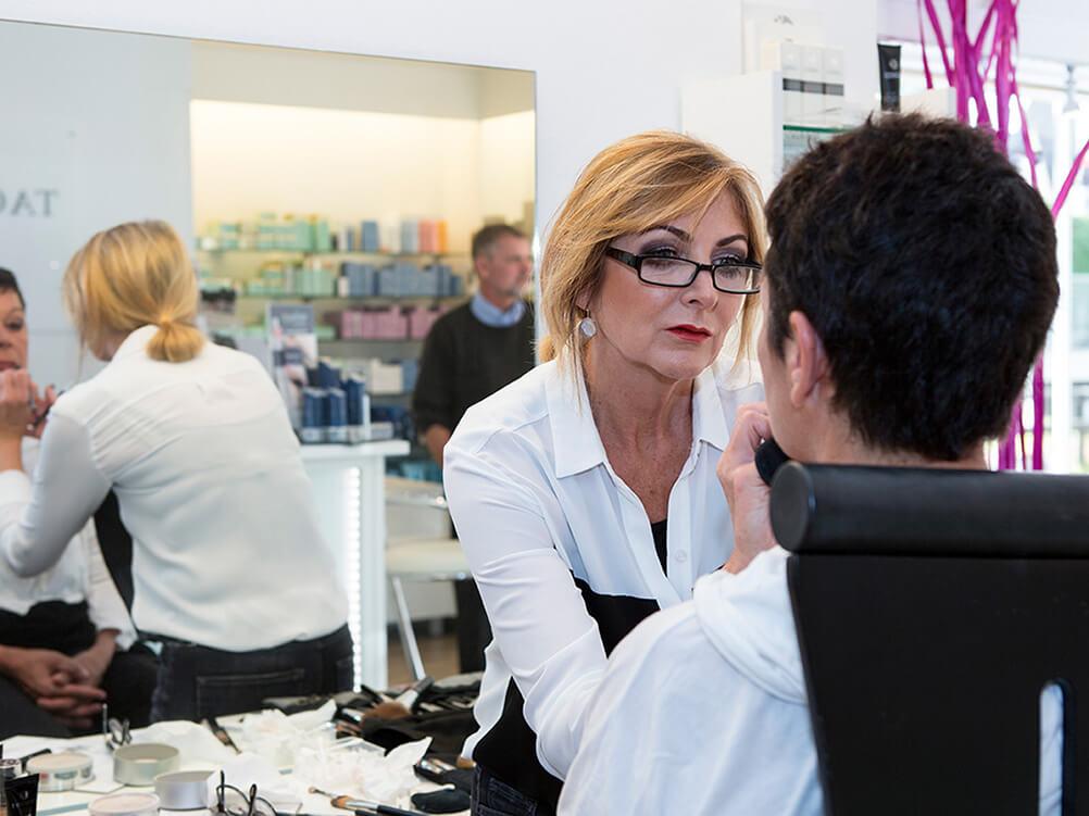 Make-up Aktion mit Visagistinnen von Eva Garden