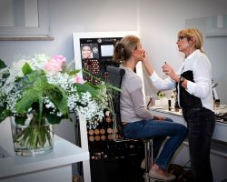 Schminkberatung in der Tagesfarm Kosmetik Spa