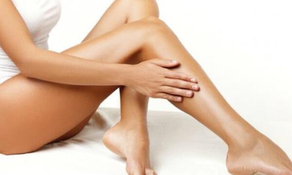 Gebräunte Beine – Tagesfarm Kosmetik Spa